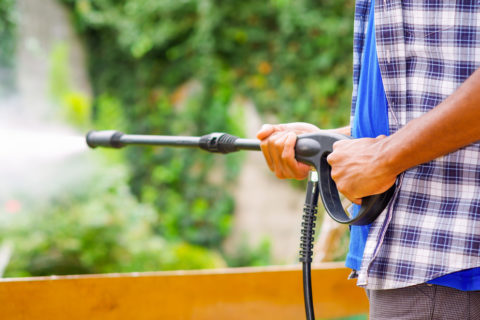How to Pressure Wash a House With Vinyl Siding Like a Pro