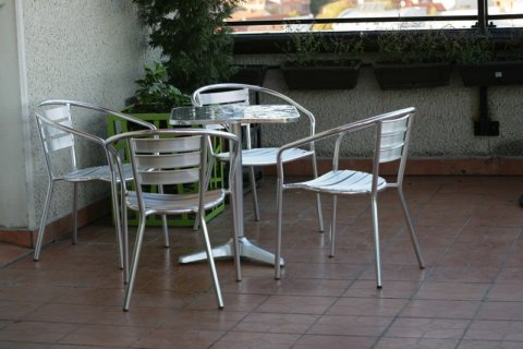 How Aluminum Outdoor Furniture Can Spruce Up Your Interior Decor?