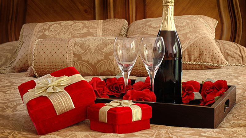 Top Six Romantic Gifts For Girlfriend On Friendship Day