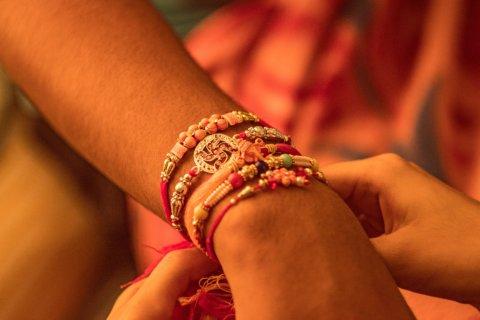 5 Incredible Amazing Rakhi Gift Ideas for Sister