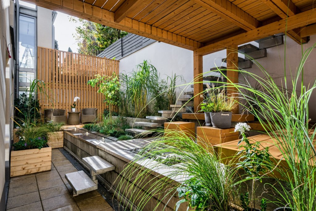 7 Design Mistakes To Avoid In Your Hall: 7 Common Backyard Design Mistakes To Avoid