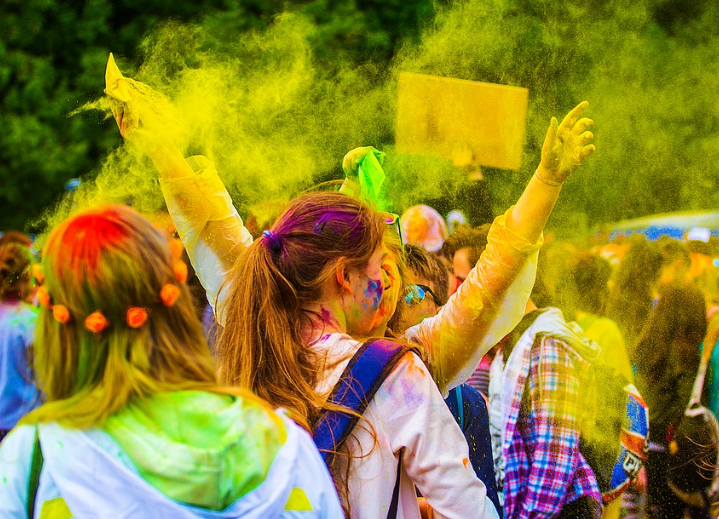 5 Cool Ways to Add Life to Your Holi Party